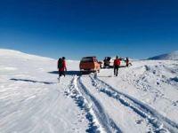 Kaybolan dağcıları arama çalışmaları sürüyor