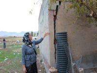 Evi çökme tehlikesi altında bulunan aile yardım bekliyor