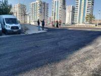 Bağlar Belediyesi kendi üretimi olan asfaltla cadde ve sokakları güzelleştiriyor