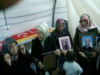 Emine Erdoğan, evlat nöbetindeki aileleri ziyaret etti