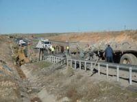 Kamyon zırhlı araca çarptı: 7'si askeri personel 8 yaralı