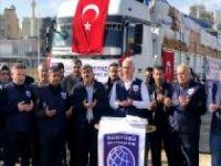 Türkiye sınırına göç eden İdliblilere yardımlar devam ediyor