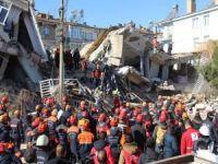 Sülsülü Mahallesi'nde enkaz altındaki 14 kişiye ulaşılmaya çalışılıyor