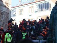 Enkazdan sağ kurtarılan kişi sayısı 42'ye yükseldi