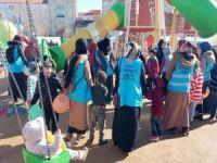 """""""Çocuklar Üşümesin"""" kampanyasıyla depremzede çocuklar sevindirildi"""