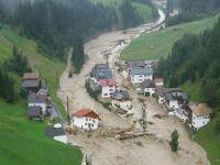 Avrupa'da fırtına ve sel hayatı olumsuz etkiledi