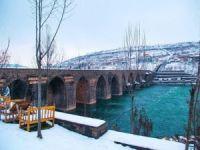 Diyarbakır On Gözlü Köprüsü'nde kartpostallık görüntüler oluştu