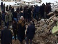Başkale'ye bağlı Özpınar köyü depremde ağır hasar gördü