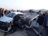 Batman'da iki otomobil çarpıştı: Bir kişi öldü 4 kişi yaralandı