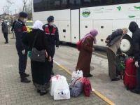 Balıkesirli umreciler 14 günlük karantinadan sonra memleketlerine döndü