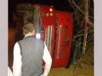 Adıyaman'da arpa yüklü kamyon devrildi: Bir yaralı