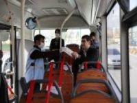 Gaziantep'te toplu ulaşımı kullanan vatandaşlara maske dağıtıldı