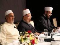 """Dünya Müslüman Alimler Birliğinden """"yıl dolmadan önce zekât verilebilir"""" fetvası"""