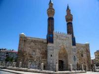 """Sivas Valisi Ayhan: """"Bu şehrin tacı Gök Medrese'dir"""""""
