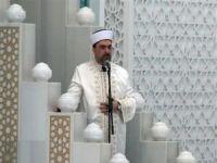 Cuma namazı, Ahmet Hamdi Akseki Camii'nde