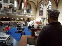 Almanya'da camilere sığmayan Müslümanlara kilise hizmet verdi