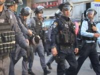 Siyonist işgalciler Kudüs'te 2 Filistinli kardeşi esir aldı