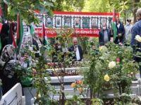 Mavi Marmara şehidleri İstanbul'da mezarları başında dualarla yâd edildi