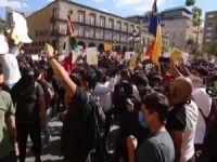 Maske takmadığı için öldürülen Meksikalı için halk sokağa döküldü