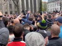 Almanya'da siyahi Floyd için düzenlenen gösterilerde 100'e yakın kişi gözaltına alındı