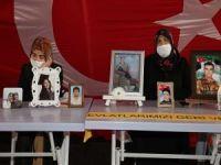 Ailelerin HDP İl Binası önündeki evlat nöbeti 289 gündür devam ediyor