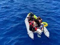 Türkiye karasularına geri itilen düzensiz göçmenler kurtarıldı