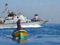 İşgal rejimi Gazze açıklarındaki balıkçı teknelerine saldırdı