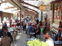 Kafe ve restoranların çalışma saati kısıtlaması kaldırıldı