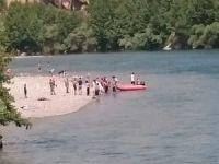 Diyarbakır'da nehirde mahsur kalan 7 kişilik aile kurtarıldı
