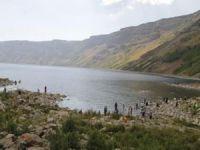 Kurban Bayramı'nda binlerce vatandaş Nemrut Krater Gölü'ne akın etti