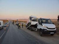 Kamyonet ile otomobil çarpıştı: Bir ölü, 4 yaralı