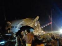 Hindistan'da yolcu uçağı iniş esnasında düştü