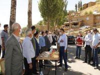 Bitlis Valisi Çağatay, depremi yaşayan muhtarlarla bir araya geldi