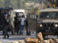 Siyonist işgalciler, Batı Şeria'da baskın ve hukuksuz alıkoymalara devam ediyor