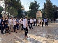 Siyonist işgalciler Mescidi Aksa'ya yine baskın düzenledi