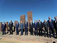 Cumhurbaşkanı Erdoğan, Ahlat Selçuklu Meydan Mezarlığı'nı ziyaret etti
