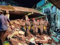 Hindistan'da çöken binada 13 kişi öldü