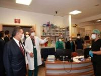 Bakan Koca, şiddete uğrayan sağlık çalışanların ziyaret etti