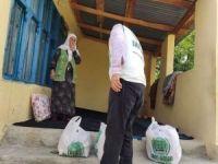 Umut Kervanı Doğubayazıt'ta ihtiyaç sahibi ailelere yardımda bulundu