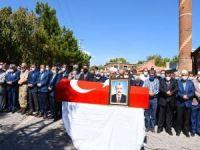 Eski Bayındırlık ve İskân Bakanı Ergezen memleketi Bitlis'te toprağa verildi