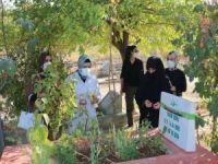 AK Parti Diyarbakır Kadın Kolları Yasin Börü ve arkadaşlarını mezarı başında andı