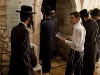 Siyonist işgalci Yahudi yerleşimciler Kudüs sokaklarında kışkırtıcı eylemlerde bulunuyor