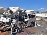 Güney Afrika'da minibüs kamyonla çarpıştı: 13 ölü