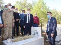 PKK'nın katlettiği köylüler kabirleri başında anıldı