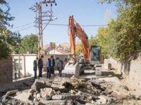 Bitlis'in 13 mahallesinde alt ve üstyapı çalışmaları sürüyor