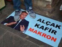 Diyarbakırlılar Macron'un posterini ayaklar altına aldı