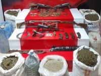 Van'da 124 kilogram uyuşturucu  ve silah ele geçirildi