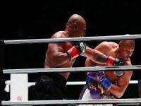 Eski ağır sıklet boks şampiyonu Mike Tyson gösteri maçı ile ringe çıktı