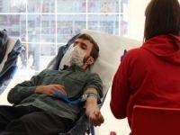 Hür Gençlikten kan bağışı kampanyasına destek