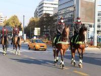 Ankara'da atlı birlikler devriye attı